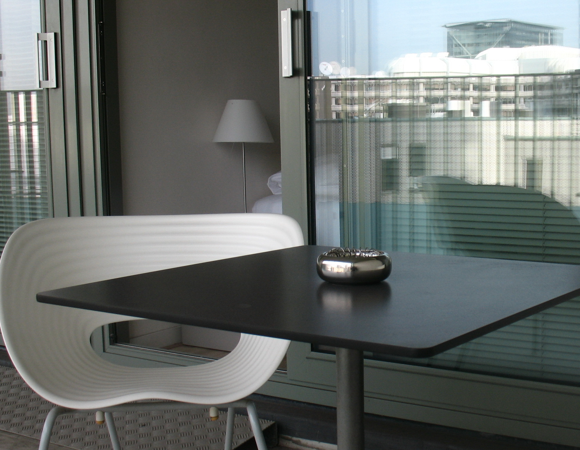 serviced-apartment-Den-Haag-two-bedroom-apartment-balcony